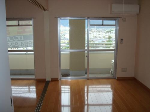5階建の5階 明るい室内です